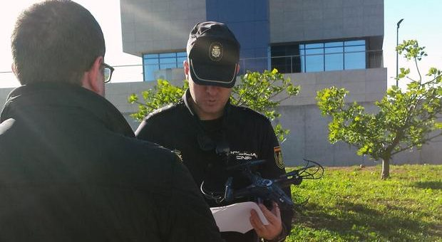 La Policía derriba un dron que sobrevolaba la comisaría en Castellón